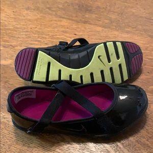 Nike Shoes - Nike size 2 gurls black shoes